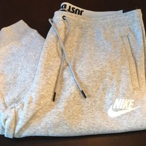 Nike Women's Sweat Pants. Size 1X